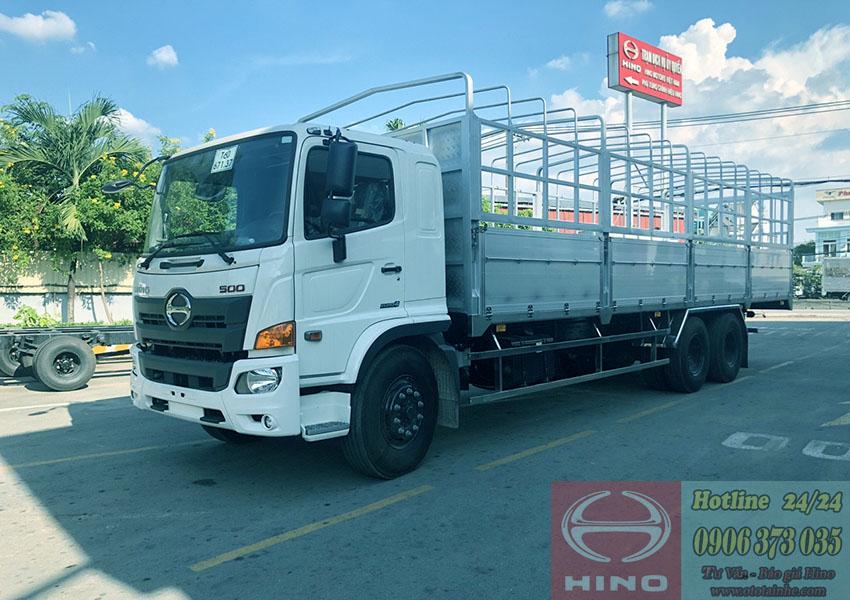xe-tải-hino-3-chân-2-cầu